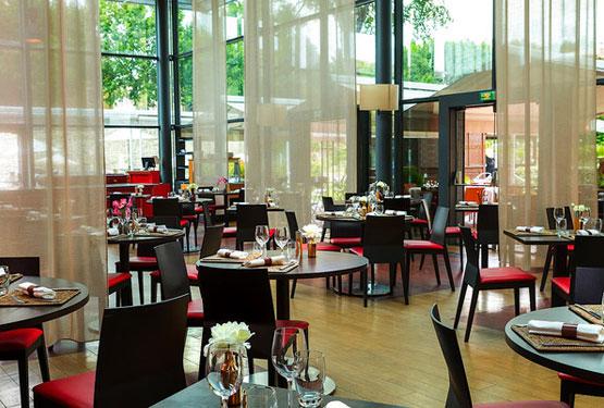 Salle intérieure du restaurant l'Orangerie